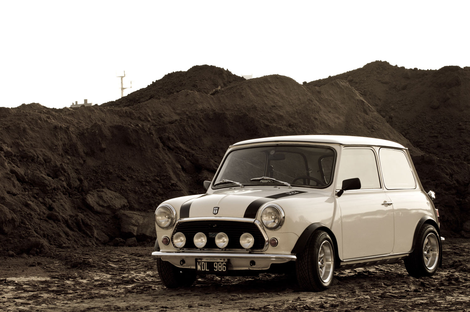 he saved up to find his dream mini and made it his own petrolicious. Black Bedroom Furniture Sets. Home Design Ideas