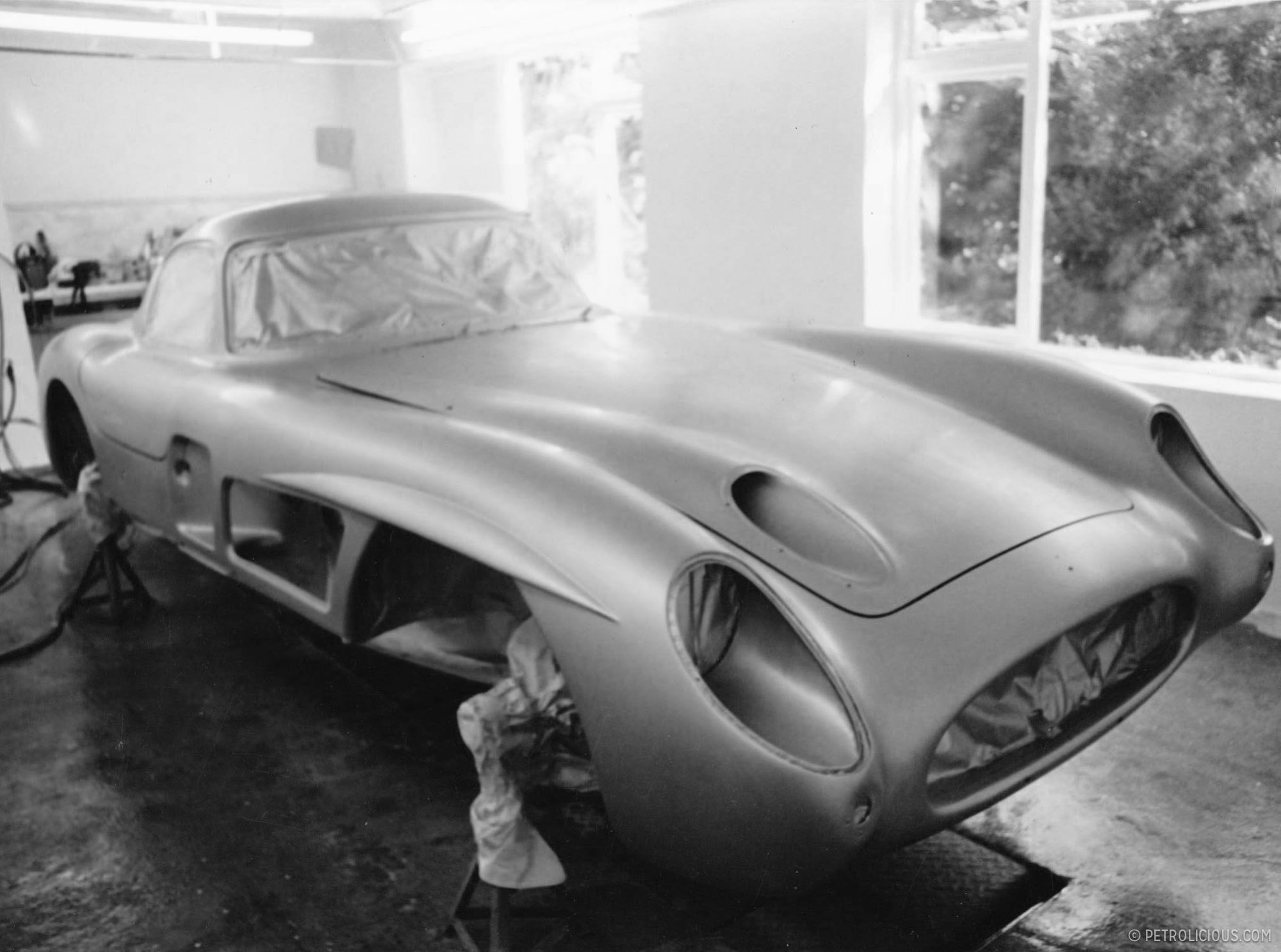 This garage you ve never heard of works on the rarest cars for Garage auto 2000 wimille