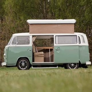 Hit The Countryside In These Cute Vintage Campers