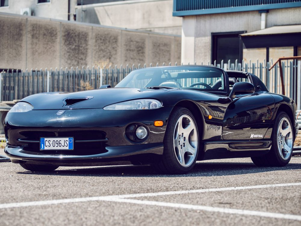 This Venomous Dodge Viper Infiltrates The Italian Countryside - Common sports cars