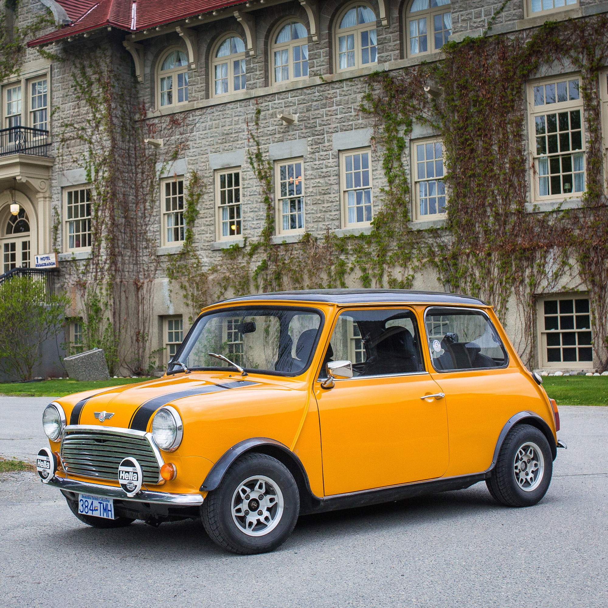 This Once-'Rust Bucket' Mini Was Secretly Restored By The Best Friends Ever