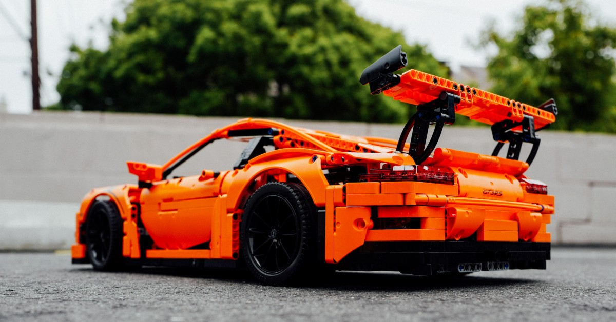 here s why the lego porsche 911 gt3 is actually so. Black Bedroom Furniture Sets. Home Design Ideas