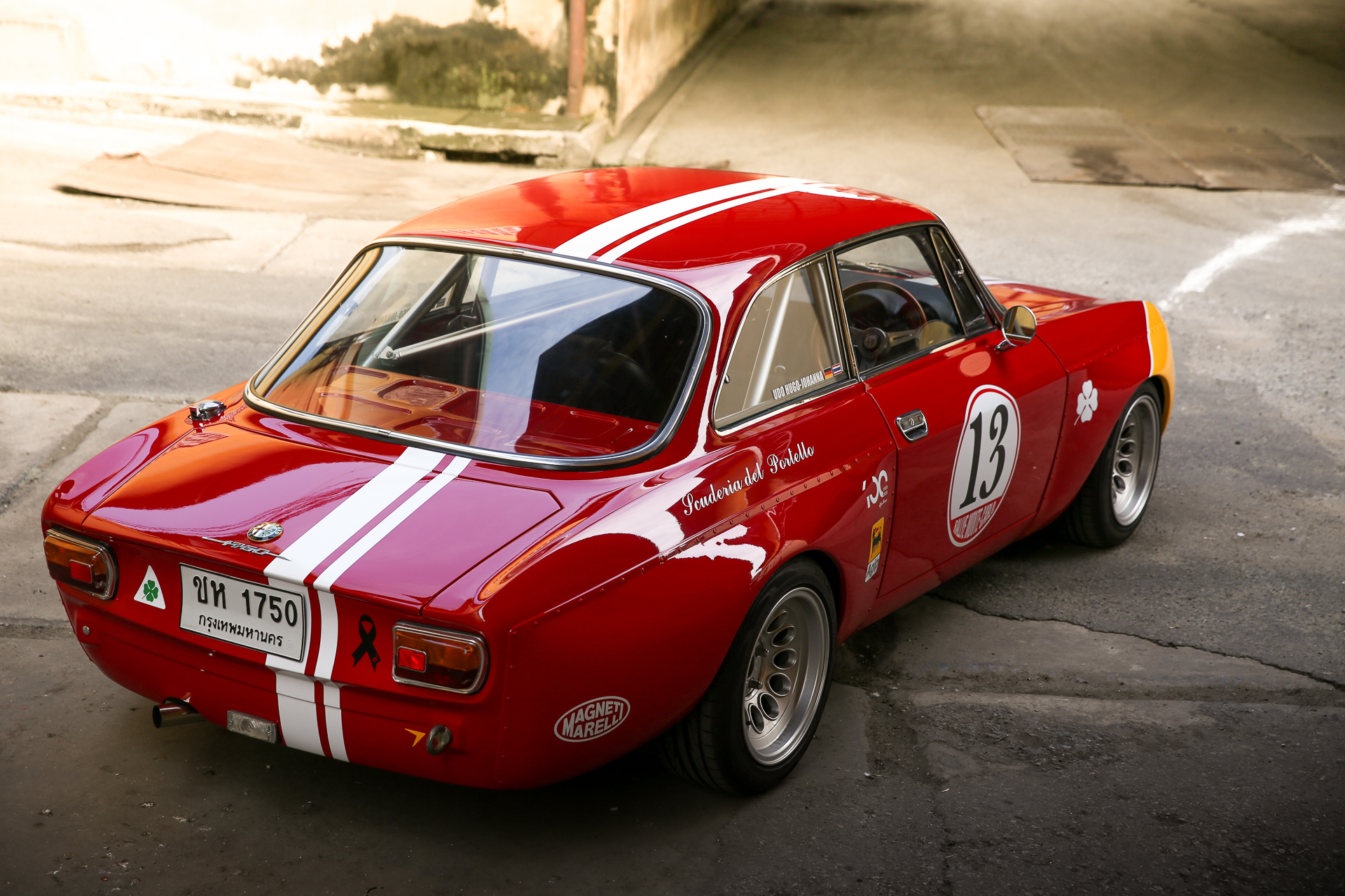 this alfa romeo gtam is patroling the streets of bangkok petrolicious. Black Bedroom Furniture Sets. Home Design Ideas