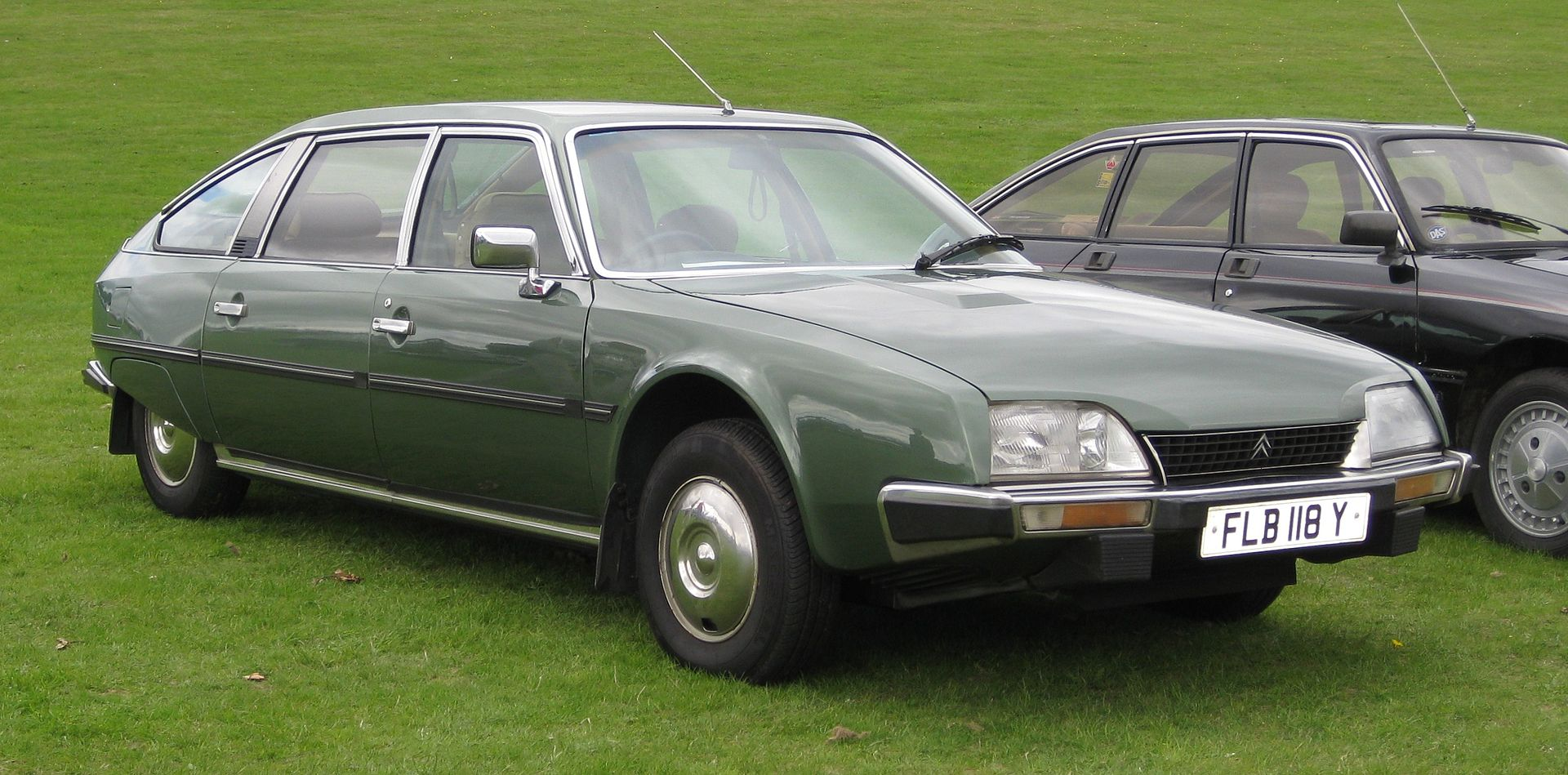 Citroen_CX_Prestige_long_wheel_base_2347cc_March_1983.JPG