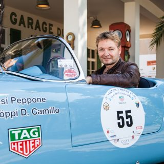 Garage Du Pont Combines Café With Carburetors In Potsdam
