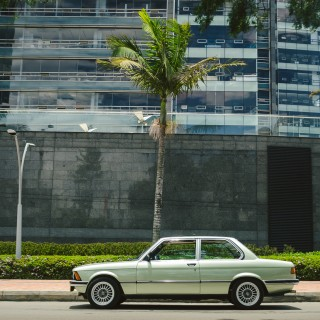 What It's Like To Navigate Bogotá's City Streets In A BMW E21 And A Porsche 911