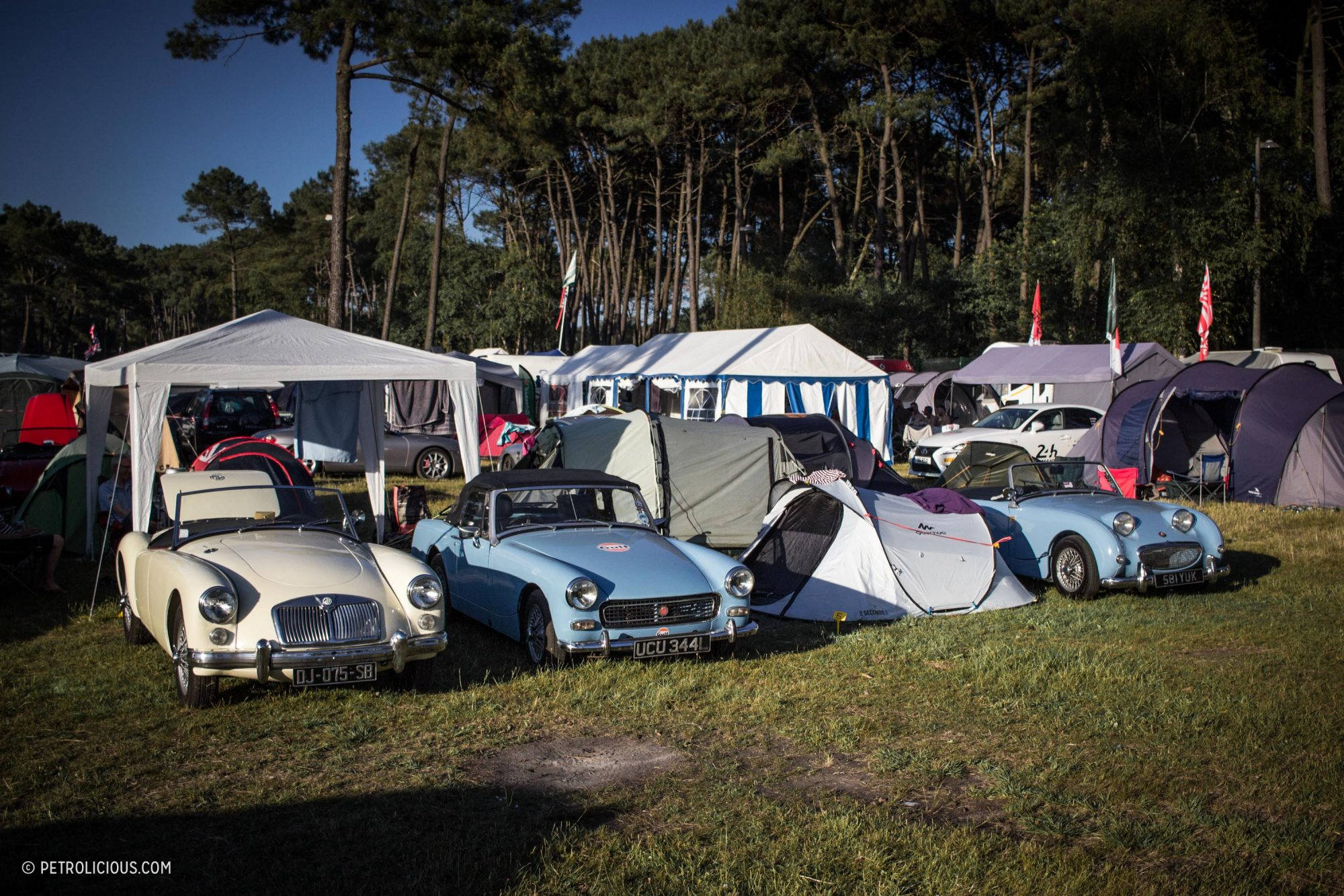 cars camping at le mans because hotels are for sissies petrolicious. Black Bedroom Furniture Sets. Home Design Ideas