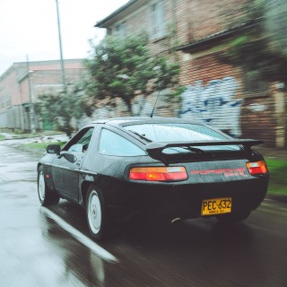 A German V8 In Bogotá: Prowling City Streets In A Porsche 928 S4