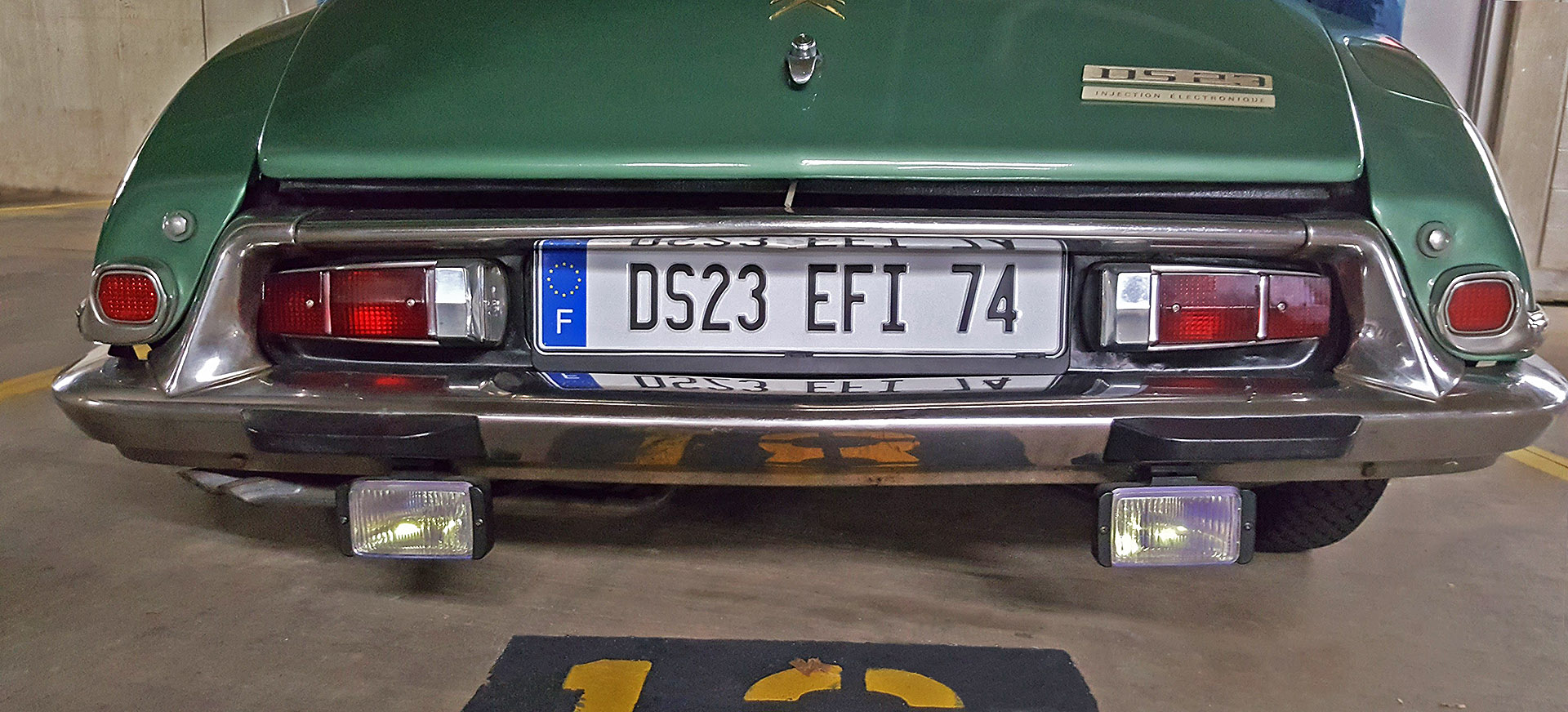 Citroen DS23 EFi Pallas 1974 - new EU licence plate fitted to rear.jpg