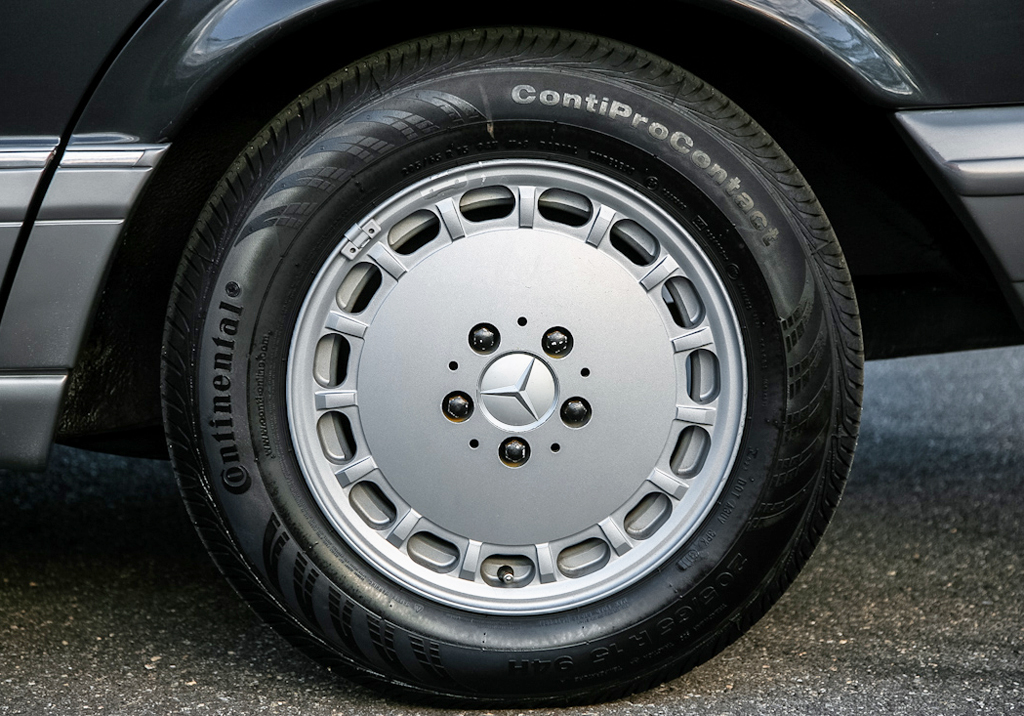 1986-Mercedes-15-inch-alloy-wheel.jpg