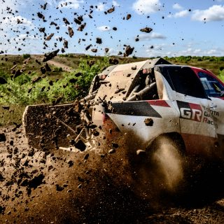 Is Fernando Alonso Missing Formula 1? Sure Doesn't Look Like He Is, As He Practises For The Dakar Rally