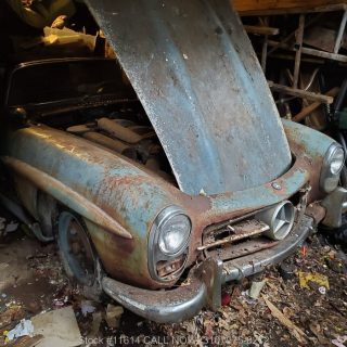 Barn Find Benz 300SL Garners $800,000 In Sale