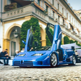 Concorso d'Eleganza Villa d'Este: Painting A Mural Stretching From Pre-War Racers To '90s Supercars